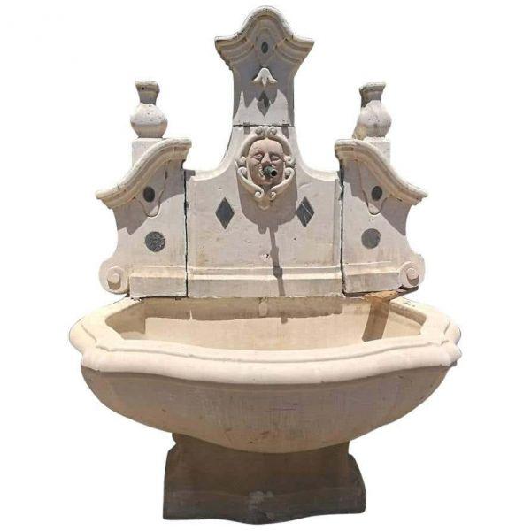Fuente de pared italiana de piedra y mármol del siglo XVIII.