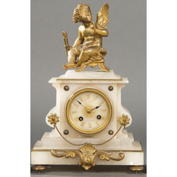 Reloj de mesa de alabastro y bronce rematado por figura de un ángel, Francia, S.XIX. Firmado Bailly à Bordeaux.