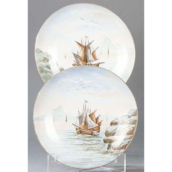 Pareja de platos de porcelana pintanda con escenas de barcos siglo XIX