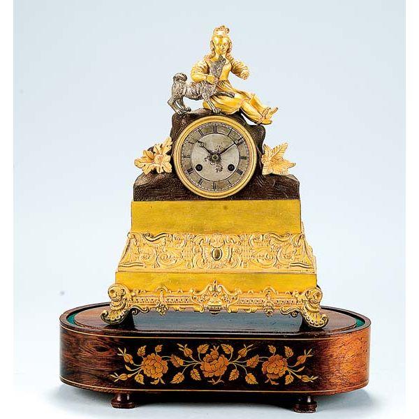 Reloj de sobremesa de bronce dorado, Francia ffs, siglo XIX