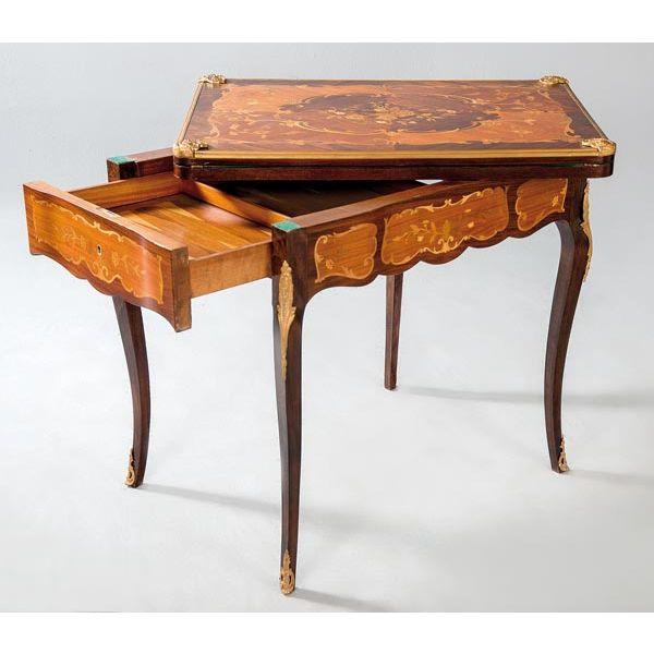 Mesa de juego de marquetería estilo Luis XV, h. 1.900