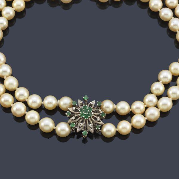 Collar dos hilos de perlas con broche esmeraldas