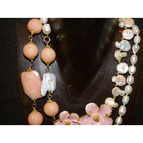 Collar italiano  con perlas barrocas, cuarzo rosa y esmalte, S.XXI