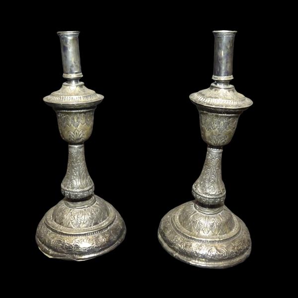 Pareja candeleros de plata con iniciales Isabel y Fernando, 1762