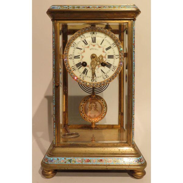 Reloj de sobremesa en bronce y decoración de esmaltes cloisonne, Francia, época Napoleón III hacia 1870