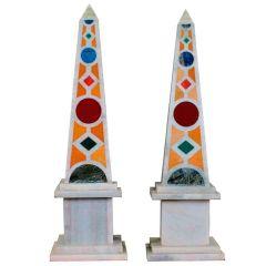 Pareja de obeliscos de mármol con malaquita Pietre Dure italiana y mosaico de lapislázuli.