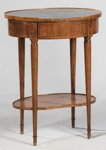 60-Pequeña mesa ovalada  Luis XVI en marquetería y mármol negro, S. XVIII y posterior