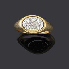 Anillo oro amarillo y centro oval con diamantes