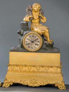 Reloj de sobremesa de bronce dorado, Francia primer cuartos del siglo XIX