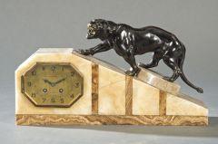 Reloj de sobremesa francés de ágata y mármol, Art Decó.