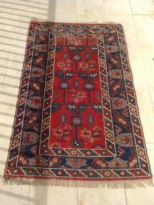 Alfombra turcomana azul y roja
