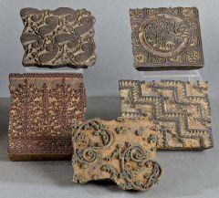 Cinco cuños indios de madera tallada para estampar telas
