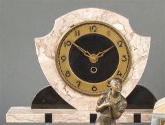 Reloj Art Decó con forma ovoide